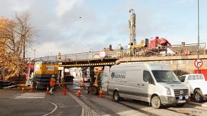Forarbeidene til ny jernbanebru er i gang. Foto: Reidar Nordkveldemoen ©