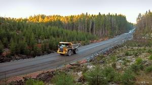 Transporten av de utsprengte massene går på en nybygd anleggsvei fra Vestmarkaveien inn til  Pukkverket. Foto: Reidar Nordkveldemoen ®