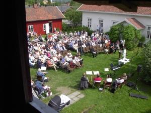 800_Gudstjeneste og barndåp på Tunet juni 03