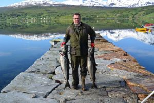 STORE SEI: Norskekysten er som et trekkplaster på fiskelystne turister. Her fra sjøfiske i Lavangen i Troms. (FOTO: Novasol)