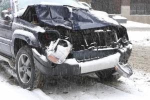 Skift alltid dekk før det første snøfallet. Du er en fare for deg selv og andre hvis du bruker sommerdekk på vinterføre. Foto: iStock/Frende