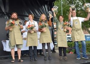 Spesialitetsutdeling scenen fra venstre: Bjørge Madsen (Skjærgaarden gartneri), Åse Torvik (Mosbøen gård), Anja Kastnes (Sæterstad gård), Maielle De roos (Lofoten gårdsysteri), Dag Fredrik Eftedal (Svanepotet)